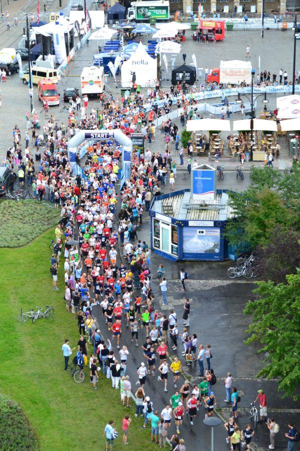 Start der Rostocker Marathon-Nacht