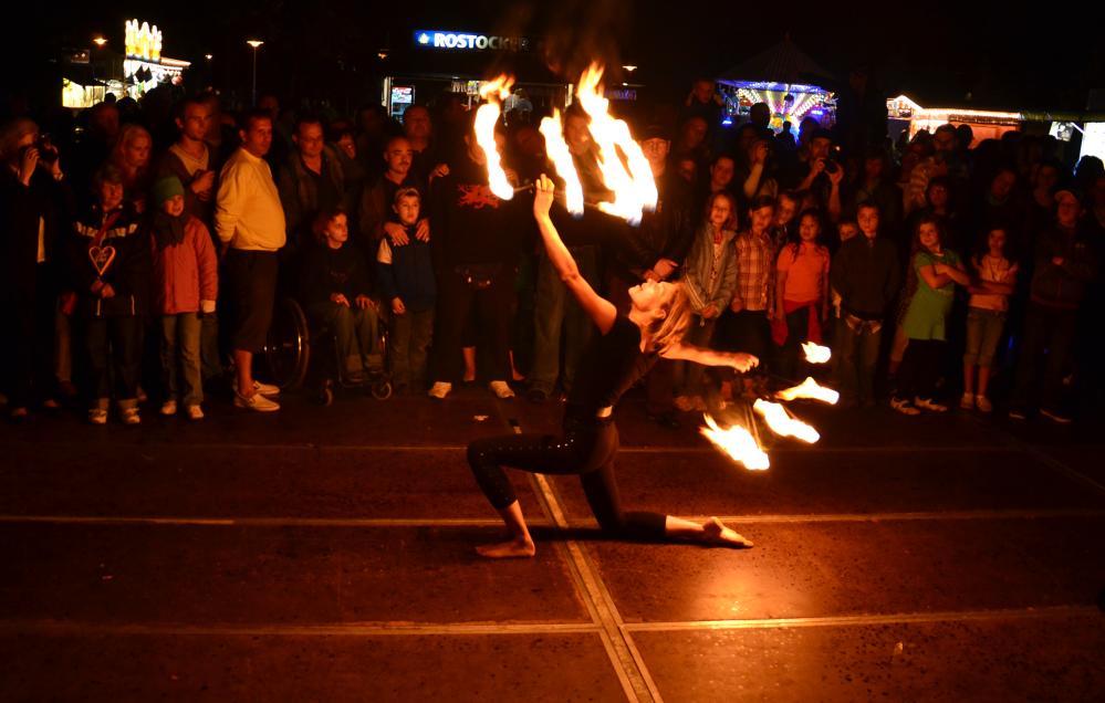 Feuershow ebim Mühlenfest Dierkow * Toitenwinkel 2011